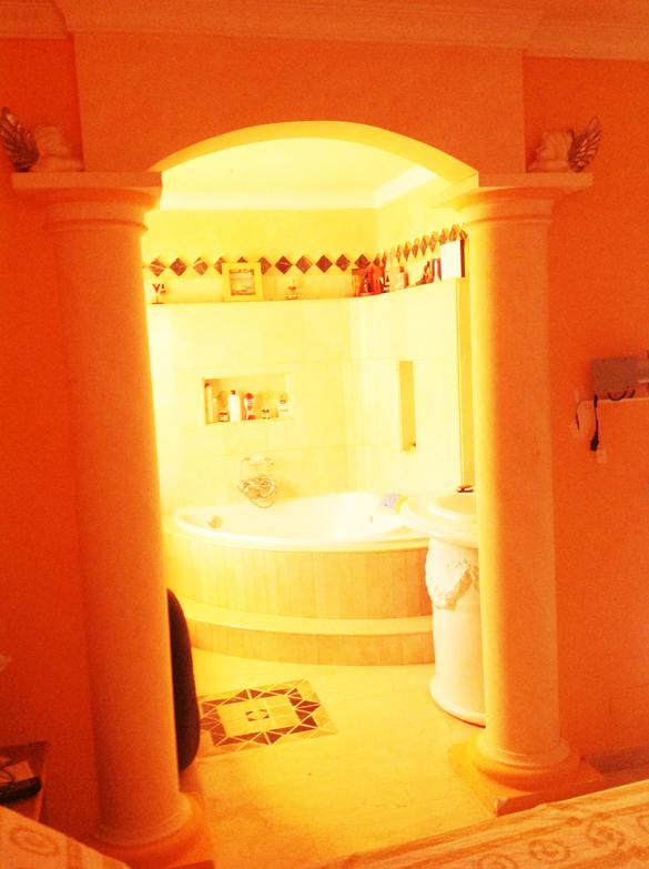 Blick vom Schlafzimmer zum Whirlpool