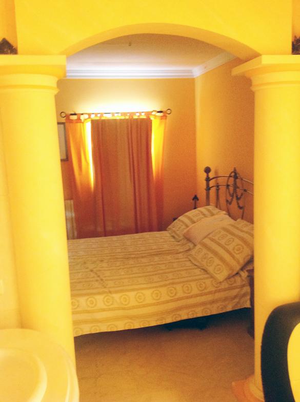 Blick vom Whirlpool ins Schlafzimmer hoch